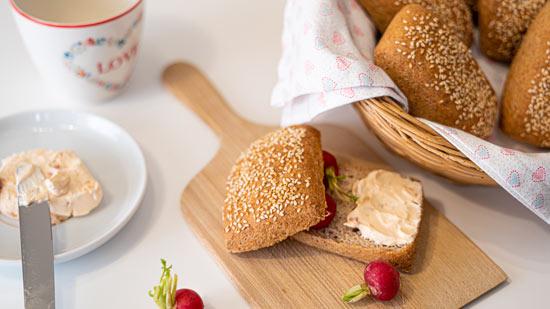 glutenfreies-veganes-Sesambrötchen